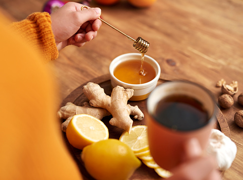 Warming tea with honey,  lemon  and ginger.